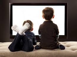 عدم اجازه نشستن های طولانی کودکان در مقابل تلویزیون